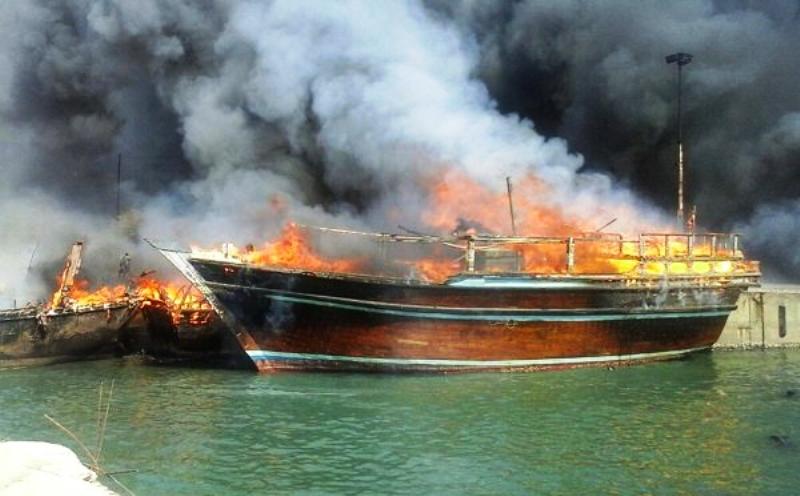 آتش سوزی در اسکله کنگان