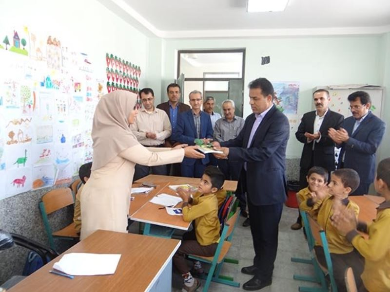 نادری/ تجلیل از معلمان خورموج
